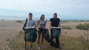 161003-group-beach-clean